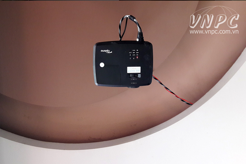 Lắp máy chiếu Optoma PX390 trực tiếp bóng đá