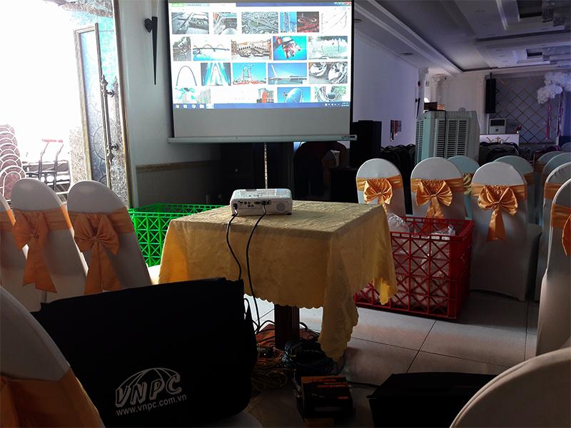 Cho thuê máy chiếu phục vụ tổ chức tiệc cưới ở nhà hàng