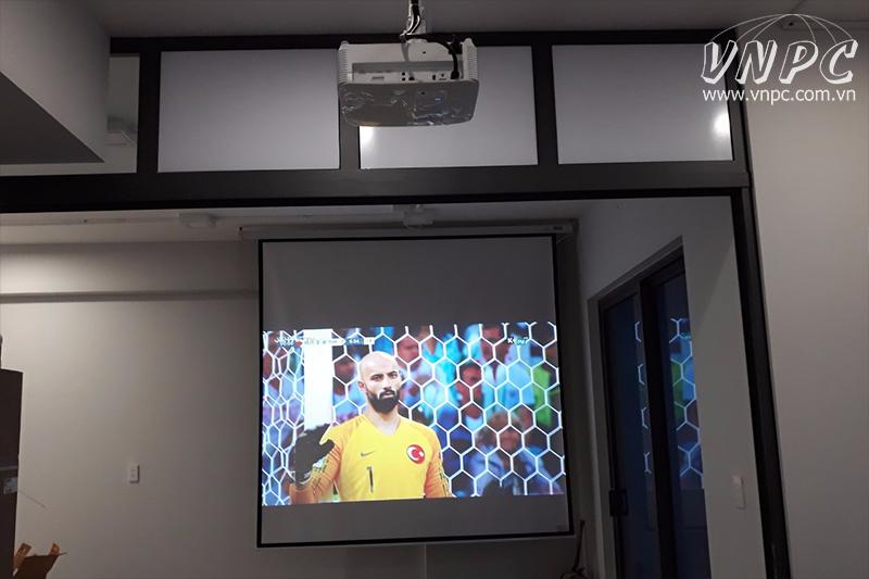 Lắp máy chiếu giải trí Optoma HD27e cho căn hộ cao cấp