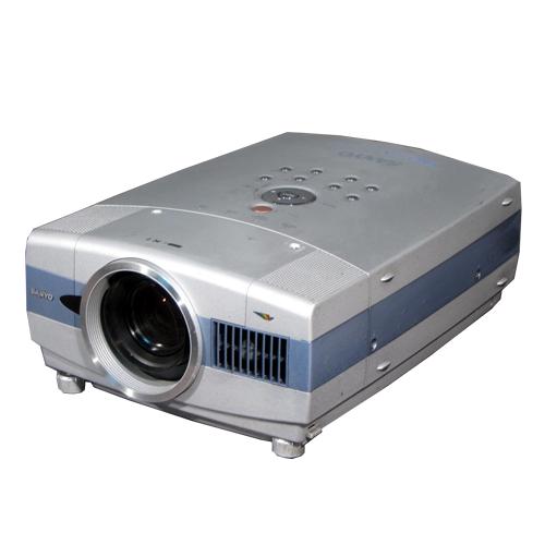 máy chiếu cũ SANYO PLC-XT16