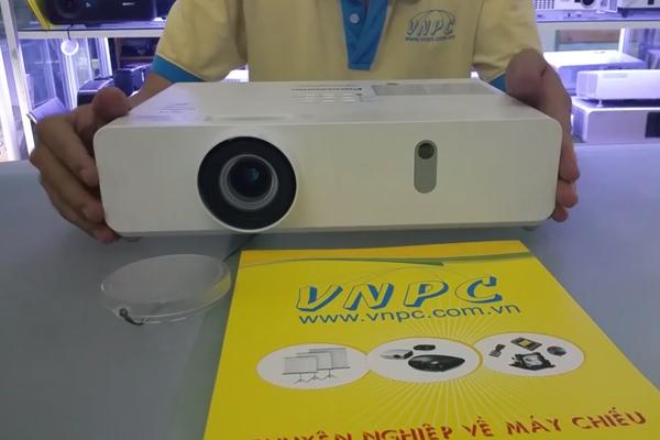 Video máy chiếu độ sáng cao Panasonic PT-VX425N