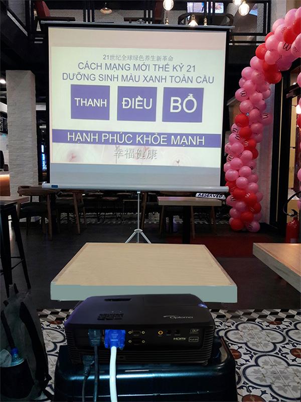 máy chiếu optoma ps368 bằng màn chiếu di động