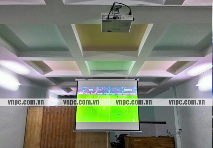 Lắp máy chiếu Panasonic PT-LB300A cho quán cafe bóng đá K+