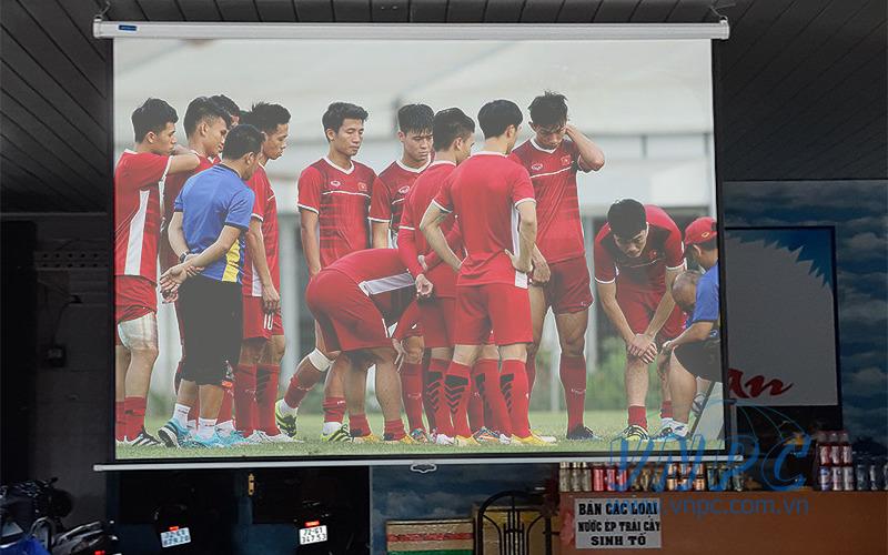 Lắp đặt máy chiếu Optoma PS368 cho quán cafe bóng đá
