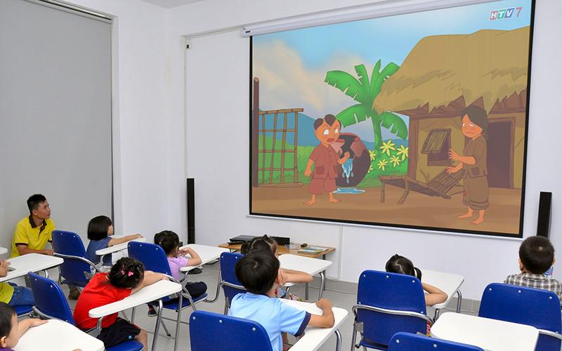 Lắp đặt máy chiếu Optoma PS368 cho lớp học mầm non