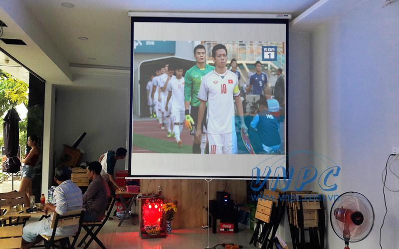 Lắp đặt máy chiếu xem bóng đá Optoma PX390