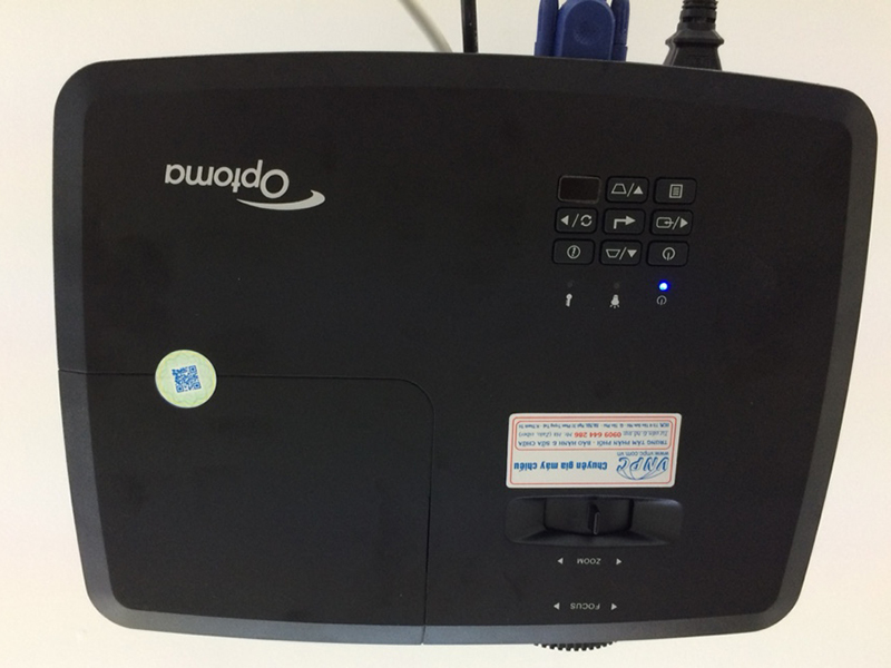 Lắp đặt máy chiếu Optoma PS368 cho văn phòng công ty xây dựng