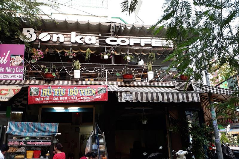 Máy chiếu BenQ MH534 quán Bonka Coffe