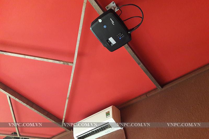 Lắp đặt máy chiếu Optoma PS368 quán cafe