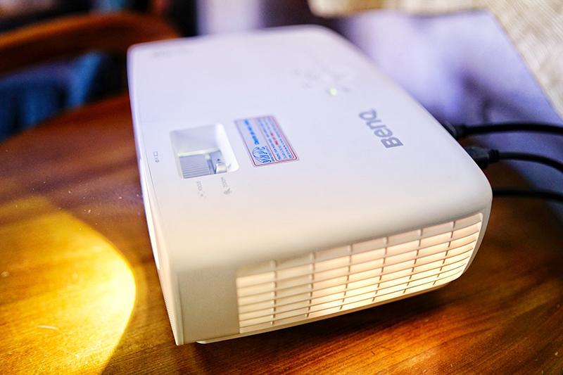 Lắp máy chiếu BenQ TH683 cho quán Cafe G7 tại Quận 5