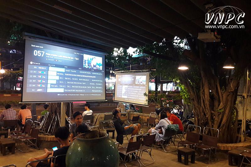 Lắp máy chiếu Epson EB-X41 xem bóng đá cho Quán Cafe