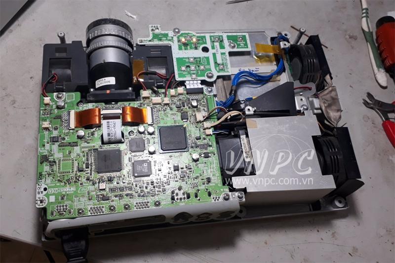 Sửa chữa & bảo trì máy chiếu để chuẩn bị cho World Cup 2018