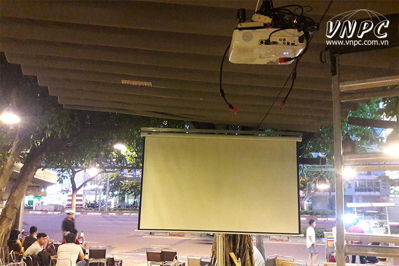 Lắp máy chiếu Epson EB-X41 xem bóng đá cho Quán Buffet BBQ