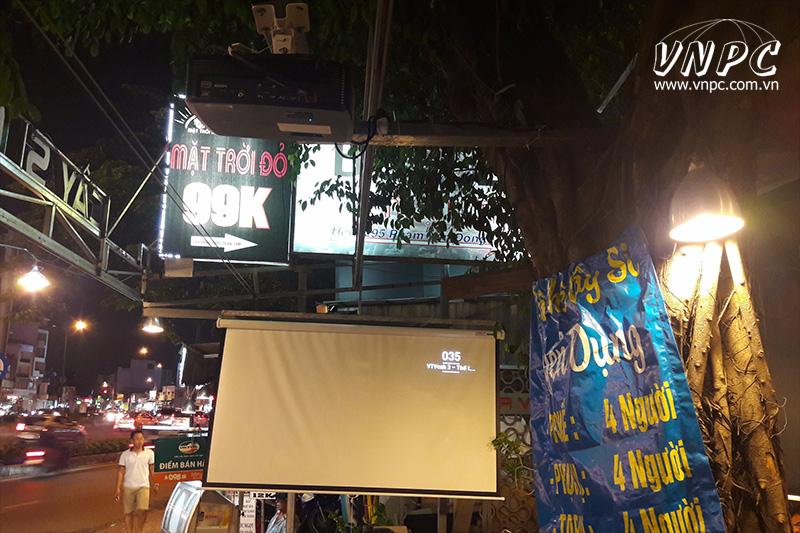 Lắp máy chiếu Optoma PS368 quán cafe cây si