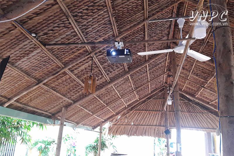 Lắp máy chiếu Optoma PX390 cho quán cafe chòi tại Hóc Môn