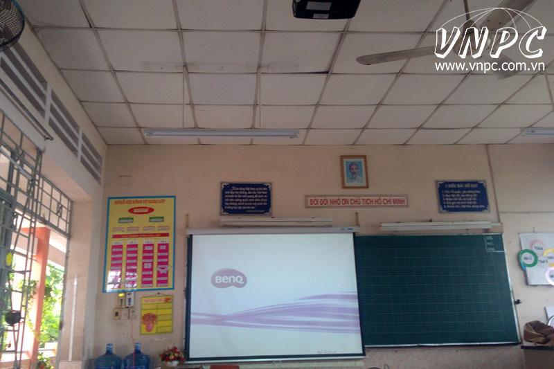 Lắp máy chiếu giảng dạy và thuyết trình cho trường tiểu học