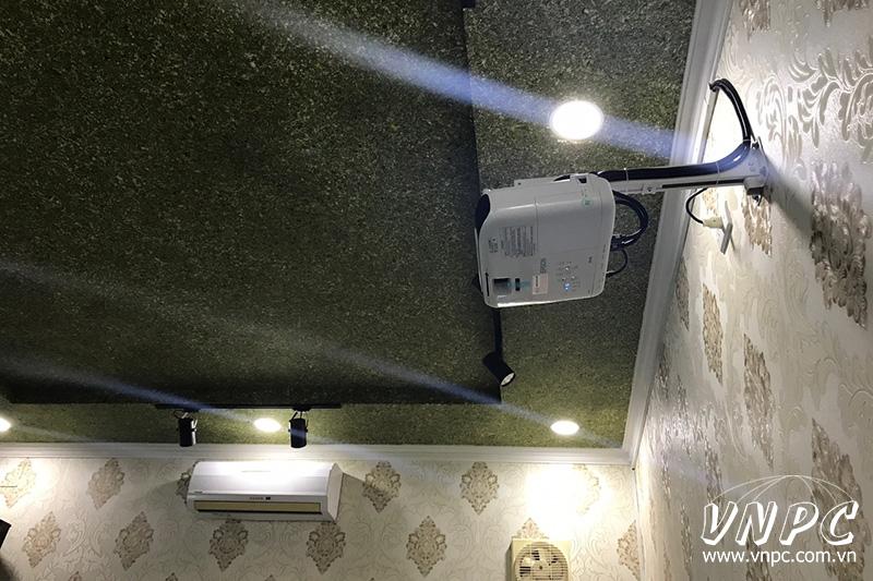 """Lắp màn chiếu khung 100"""" tỉ lệ 16:9 - Máy chiếu Epson W41 hát karaoke tại Q.Tân Bình, TpHCM"""