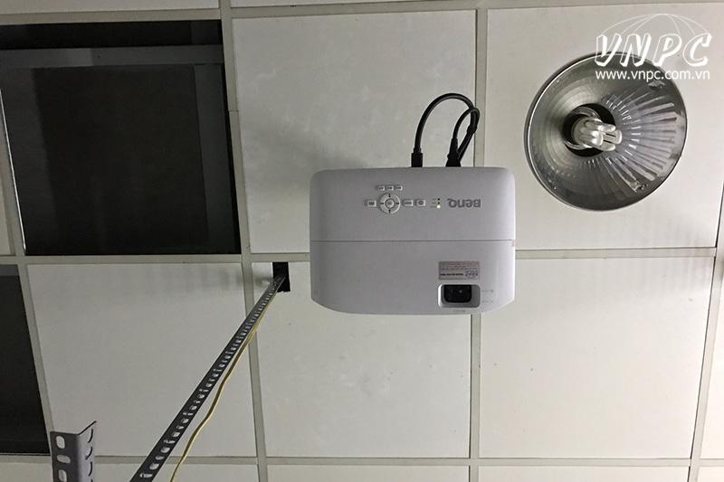 Lắp máy chiếu BenQ MH534 cho phòng phim gia đình Full HD