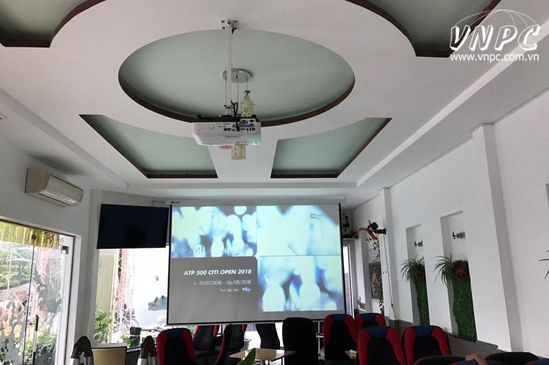 Lắp máy chiếu độ sáng cao Epson EB-2265U cho quán cafe
