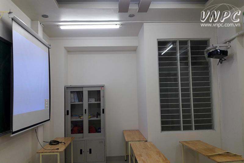Lắp máy chiếu Optoma PX390 cho lớp học diện tích 12m2