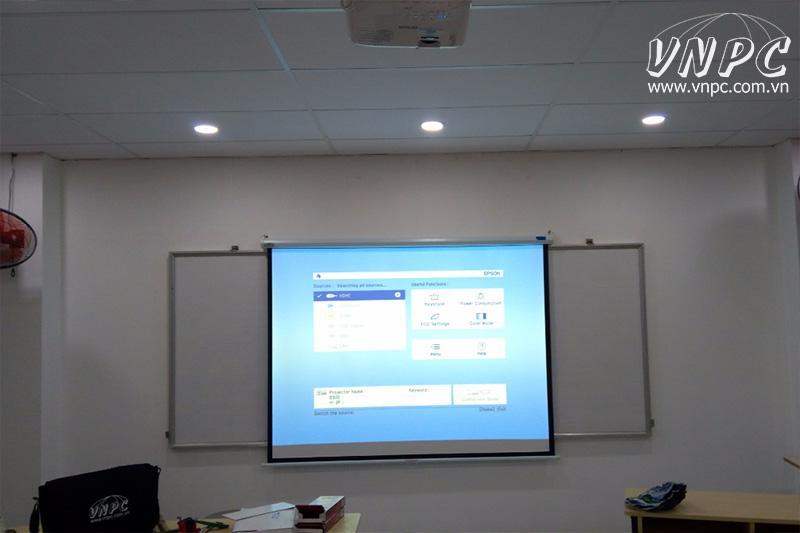 Lắp máy chiếu Epson EB-X400 để giảng dạy và thuyết trình