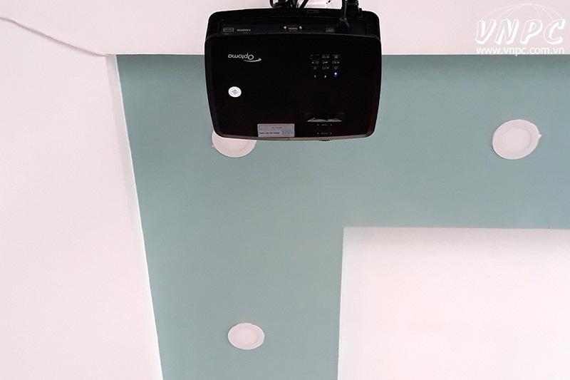 Lắp máy chiếu Optoma PS368 quán cafe tại TpHCM