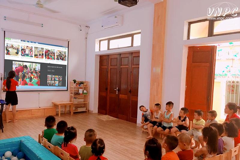 Lắp máy chiếu Optoma PS368 trường mầm non 19-5, Thanh Trì