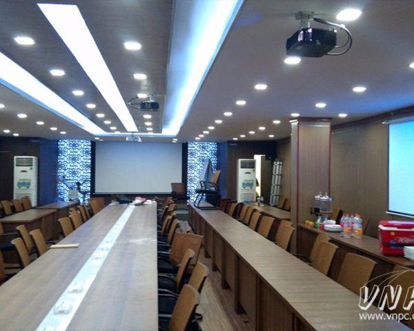 VNPC lắp đặt 3 bộ máy chiếu cho phòng họp công ty siêu lớn