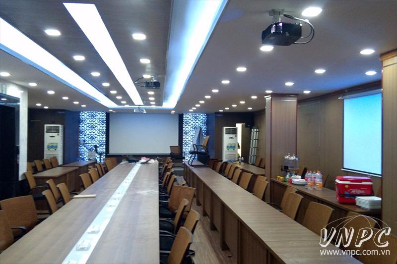 Lắp máy chiếu Optoma PX390 cho phòng họp công ty siêu lớn
