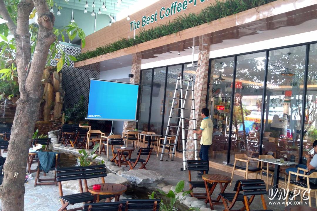 Lắp máy chiếu Epson EB-X05 cho hệ thống Viva Star Coffee