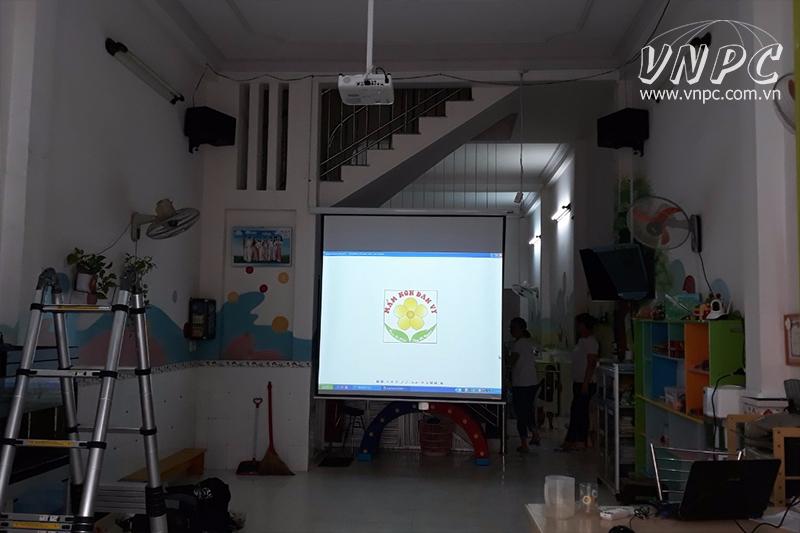 Lắp máy chiếu Epson EB-X400 cho trường Mầm Non Đan Vy