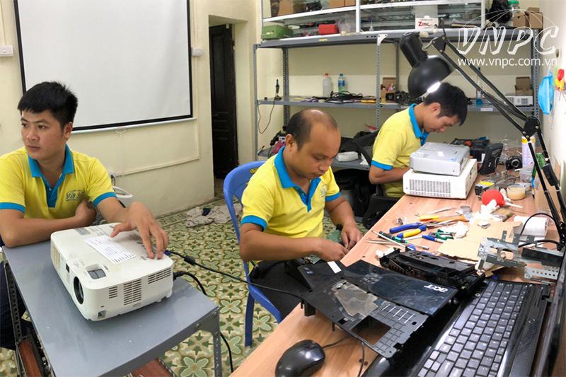 Sửa máy chiếu giá rẻ linh kiện chính hãng tại Phú Thọ
