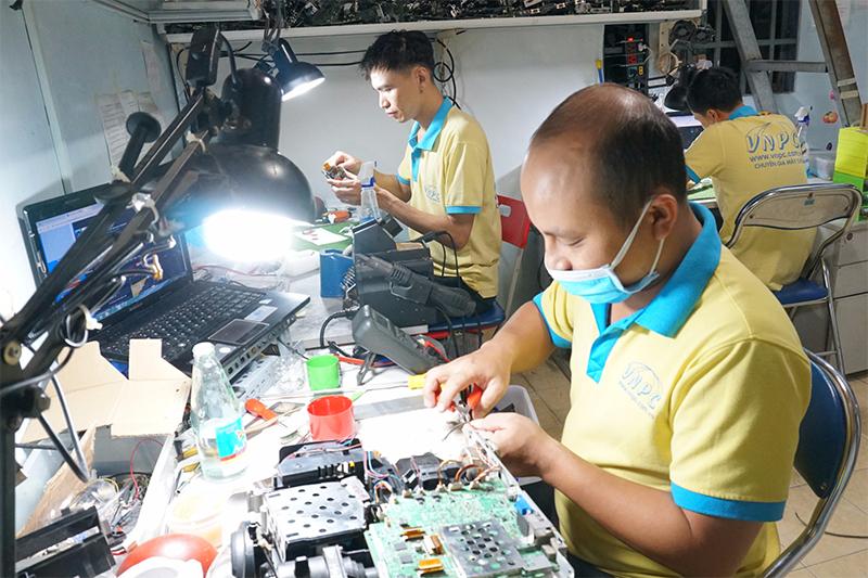 Sửa Máy Chiếu Giá Rẻ Tại Đồng Nai, Bảo Hành 3-6 Tháng