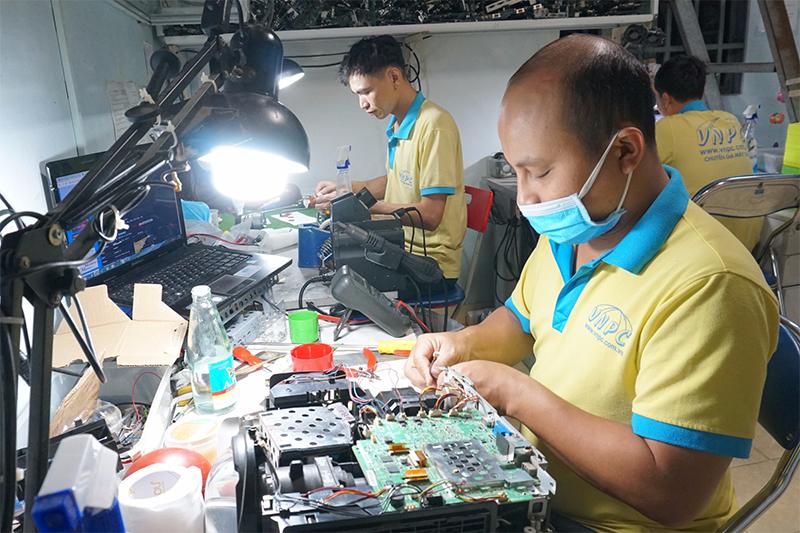Sửa máy chiếu giá rẻ linh kiện chính hãng tại Vĩnh Phúc