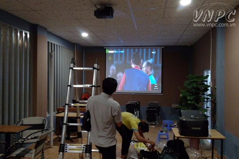 Lắp máy chiếu xem bóng đá Asian 2019 cho quán cafe K+