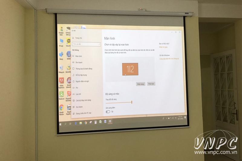 Lắp máy chiếu Sony VPL-DX221 cho phòng họp nhỏ tại Q.10