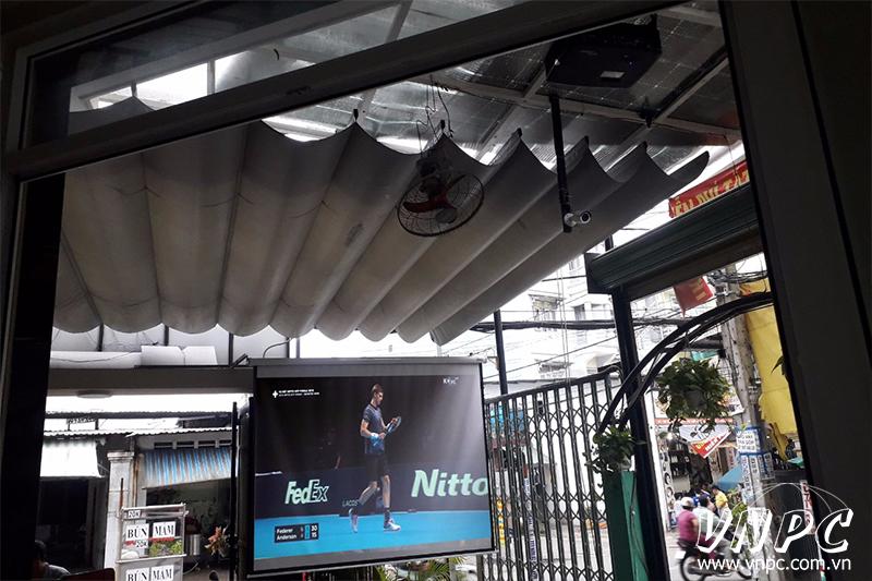 Lắp máy chiếu Optoma PX390 quán cafe mái hiên di động