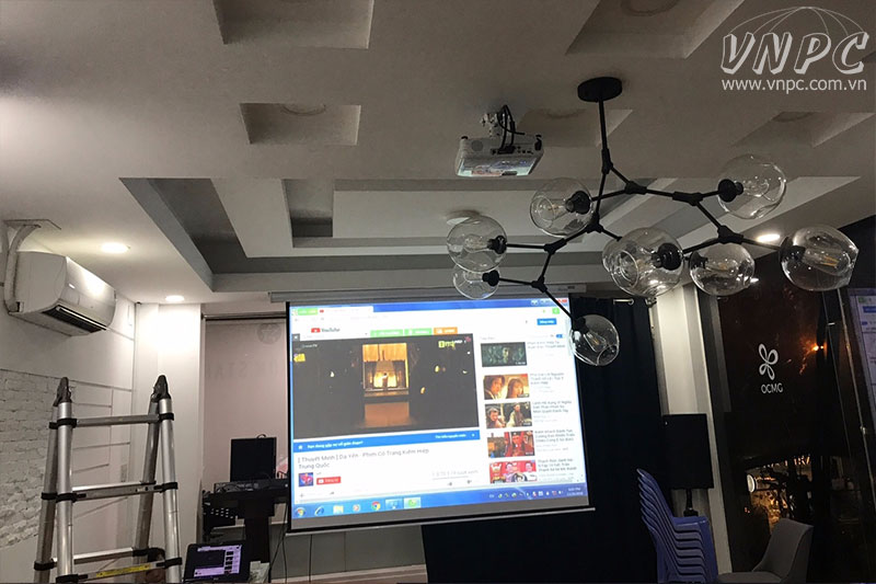 Lắp máy chiếu Epson EB-X41 cho Shop thời trang tại Q.3