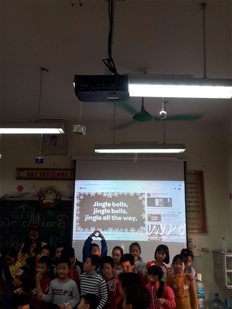 Lắp máy chiếu Optoma PX390 Trường tiểu học, Q. Hoàng Mai