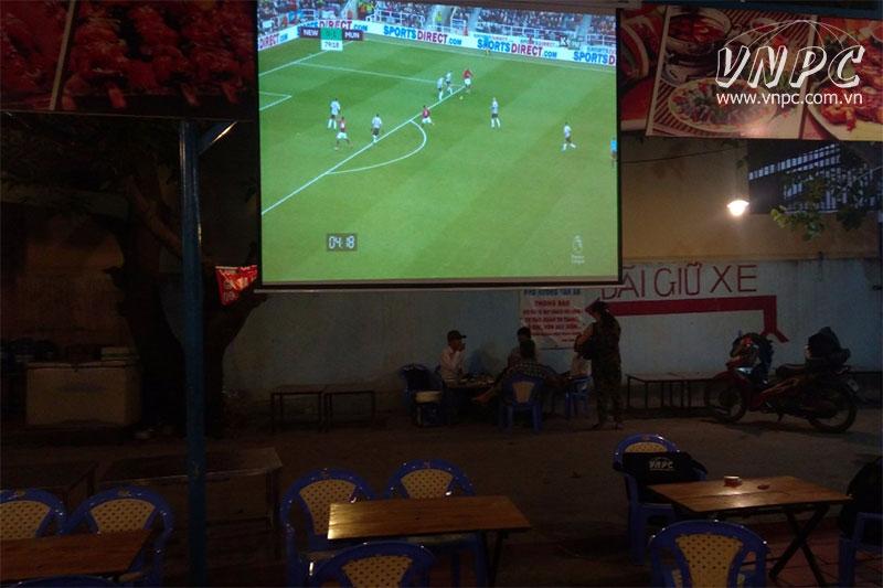 Lắp máy chiếu Optoma PX390 xem bóng đá cho Quán Nướng Q.2