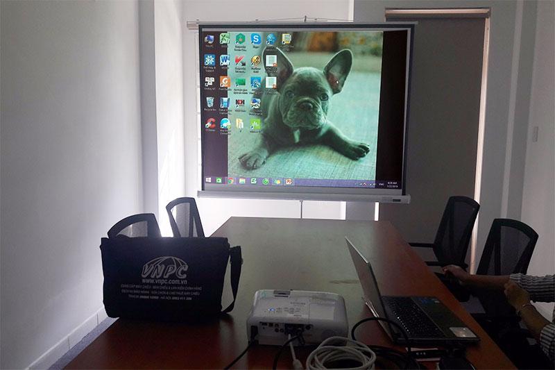 Cho thuê máy chiếu tổ chức họp văn phòng công ty