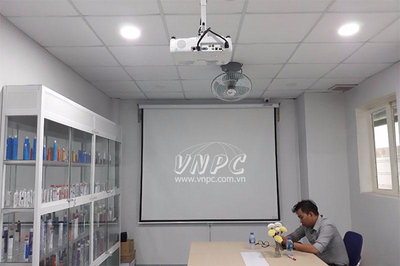 Lắp máy chiếu văn phòng Epson EB-X05 tại Đức Hòa, Long An