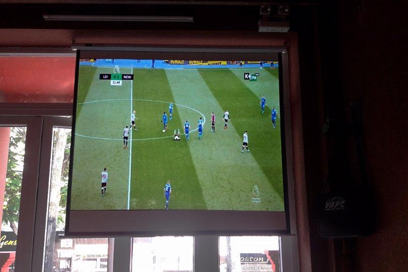 Cho thuê màn hình chiếu treo tường xem bóng đá