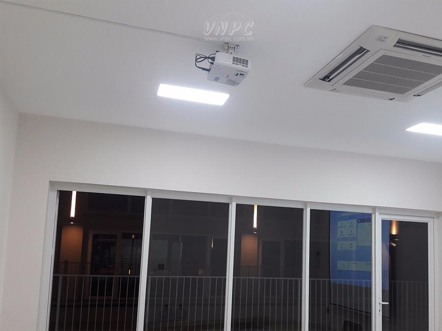 Lắp đặt máy chiếu Epson EB-X05 tại khu đô thị Sala Quận 2