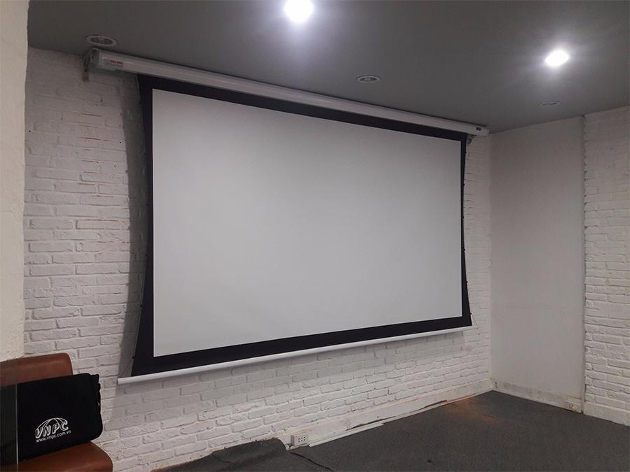 Lắp đặt màn chiếu Tab-Tension cho quán Cafe Quận Phú Nhuận