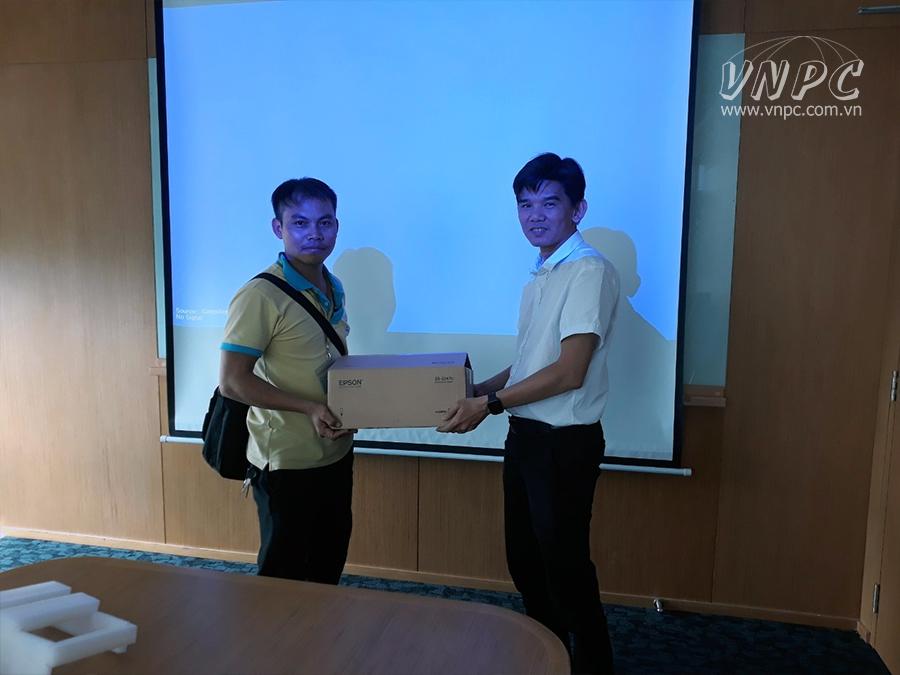Lắp đặt máy chiếu Epson EB-2247U cho phòng họp công ty