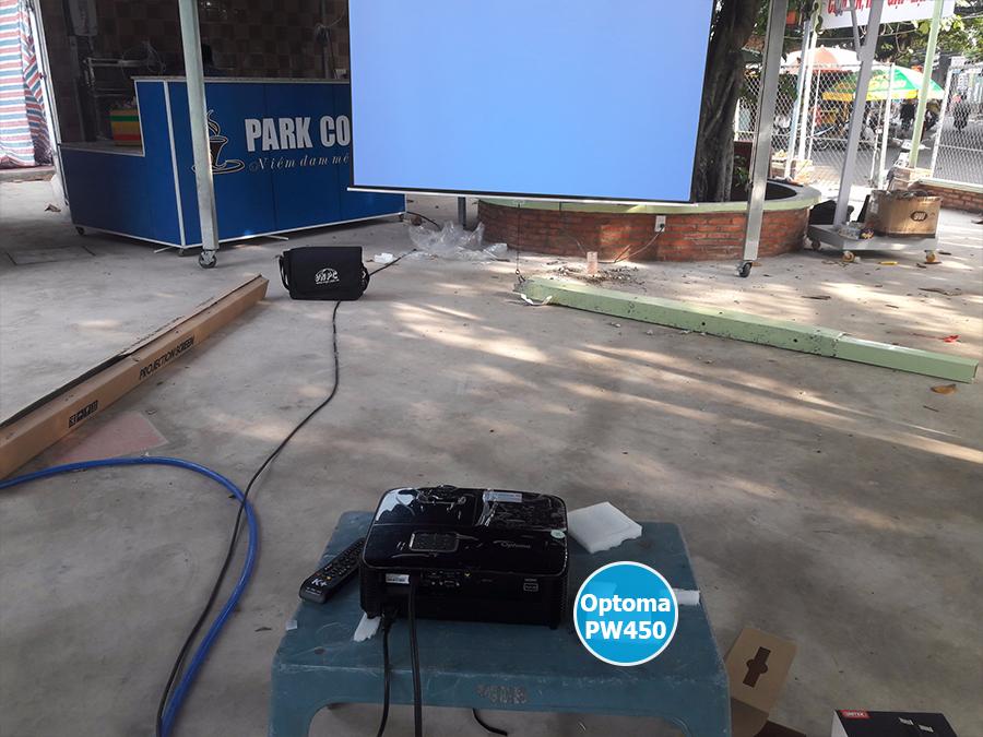 Lắp đặt màn chiếu 135 inch cho máy chiếu Optoma PW450