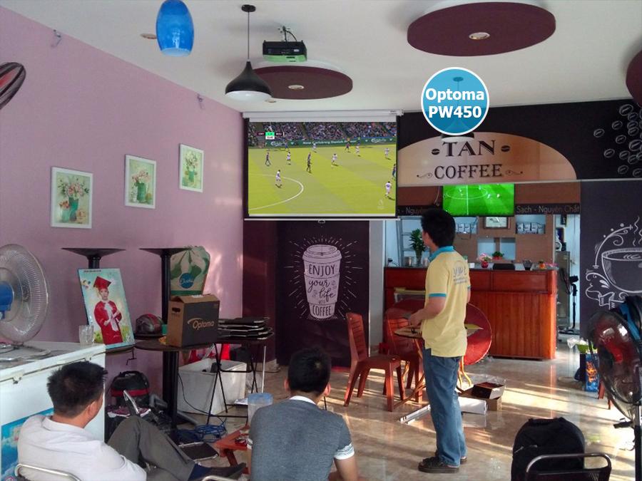 Lắp máy chiếu Optoma PW450 quán cafe bóng đá K+ Q. Tân Bình