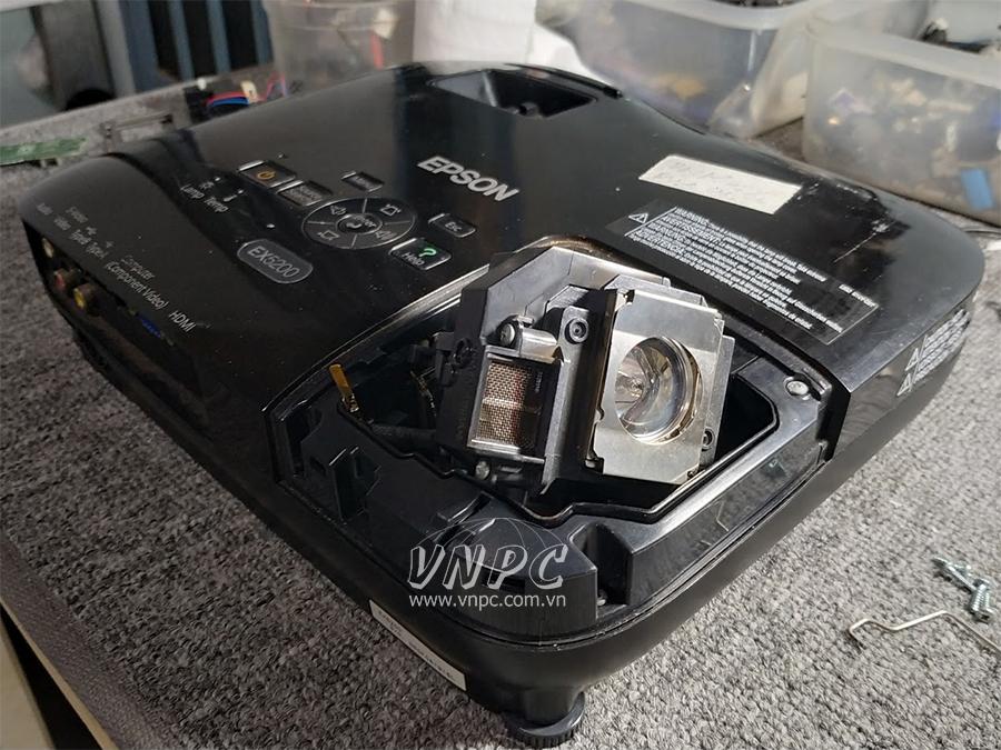 [Hỏi Đáp] Bóng đèn máy chiếu bị hư có sửa được không?