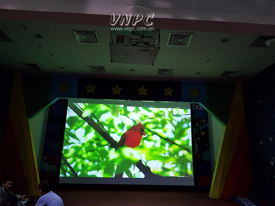 Lắp máy chiếu Rạp Phim VinKE Theatre độ sáng 8000 Lumens